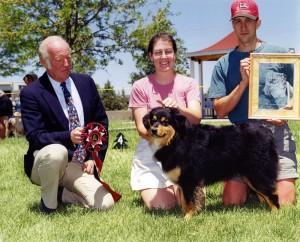 Daisy winning Top Conformation Bitch at NAASA May Days, May 1999